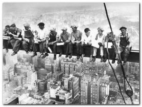 Eating Above Manhattan plakat obraz 80x60cm